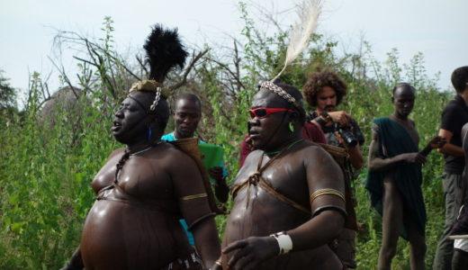 【仰天ニュース】牛の血を飲むボディ民族が凄い!エチオピアの男が命がけで太る理由は?