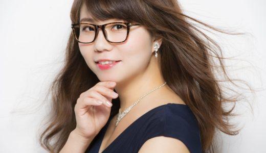 相席スタートの山崎ケイ水着&カップ!やりたいやメガネなしがかわいいと話題に!