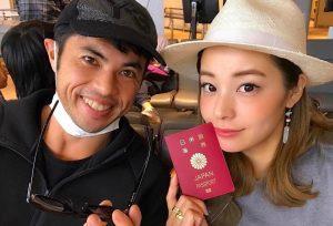 小島よしおと奥さんのツーショット写真