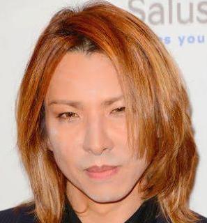2013年のゴールデングローブ賞の授賞式の時のYOSHIKIの画像