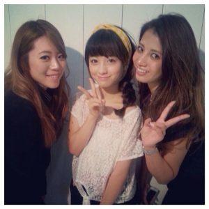 和智茉璃奈、橋本環奈、藤後夏子の写真。