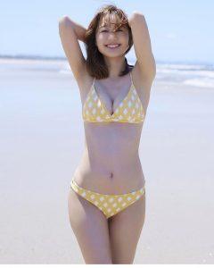 高田秋の水着姿の写真