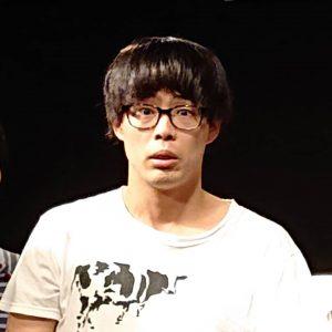 メガネを掛けたサツマカワRPGの正面の写真
