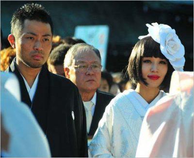 鈴木紗理奈と元旦那の結婚式の写真