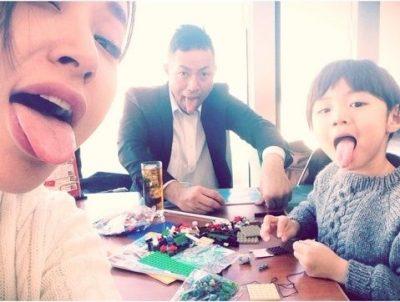 鈴木紗理奈と元旦那と子供の写真
